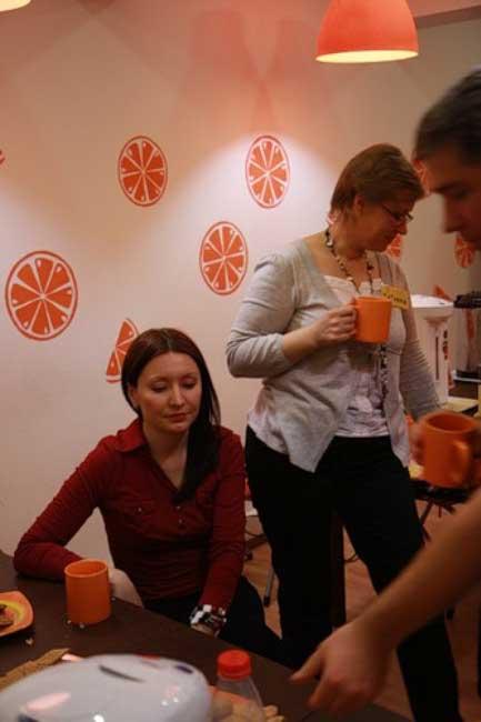 Жаль, что апельсины только на стене. Я бы сейчас навернула апельсинчика