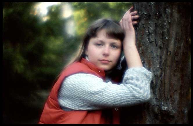 Сашка у дерева