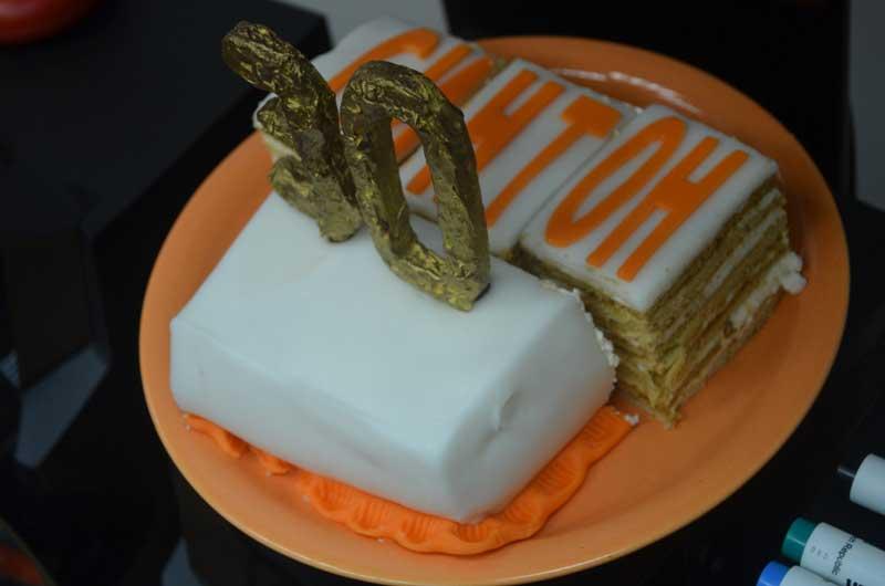 Один из 30-ти пирогов и одна свечечка.