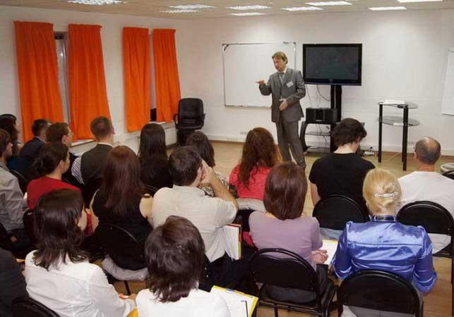 Дмитрий Устинов раскрывает тайны ораторского мастерства