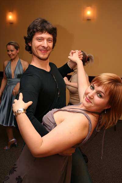 Кружимся в танце
