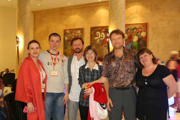 Денис, Игорь, Дмитрий и три очаровательные леди.