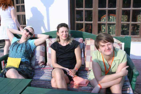 Три красавицы под окном