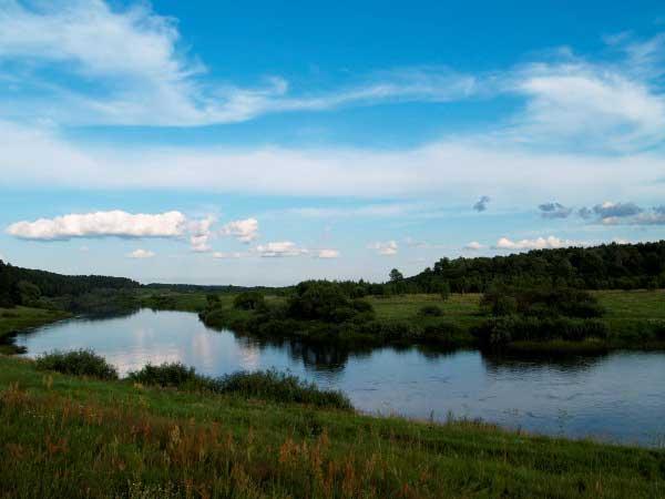 Голубая бесконечность реки...