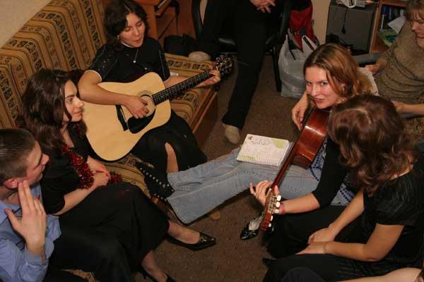 Изгиб гитары звонкой