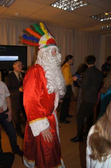 Дед Мороз порадовал красочным оперением.
