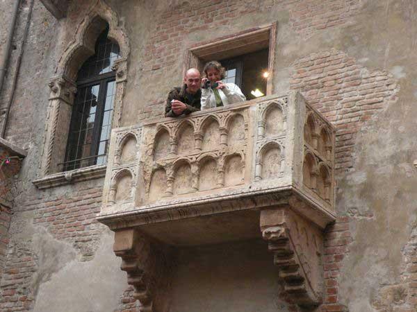 Ну и пусть не Ромео и Джульетта, зато какой балкон!