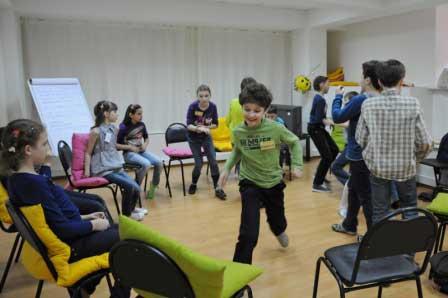 Игры у детей бывают подвижные и очень подвижные.