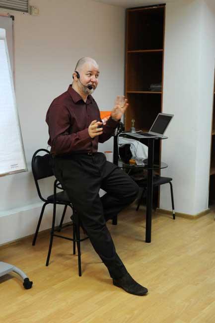Харизма Тимура Гагина выражается в каждом жесте.