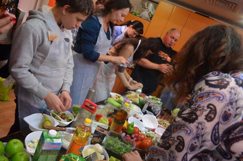 Салатный мастер-класс от Марианны Збронской.