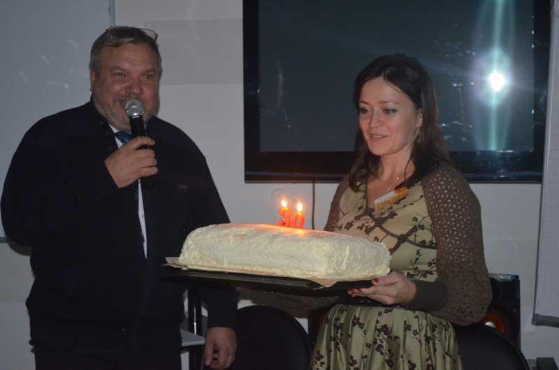 Юбилейный торт для всех гостей.