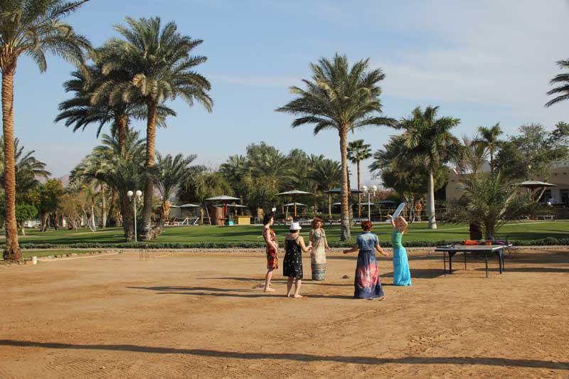 Танцы под египетскими пальмами.