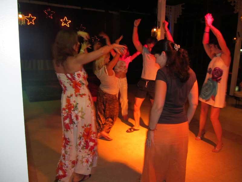 Восточные танцы - без них никуда.