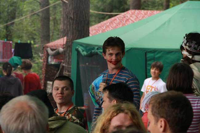 Объектом подражания клоуна стал гость лагеря - Денис Швецов.