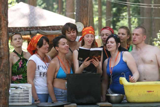 Вы пришли к нам днём чудесным без проблем и без ЧП. В летнем лагере Синтона вас приветствует ГП!
