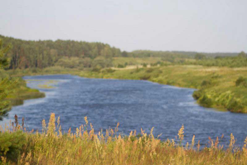 Река Угра - стремительная и прекрасная.