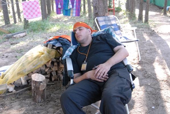 На мещерской кухне тихо - Рома спит, его тот, кто рано будит сильно злит