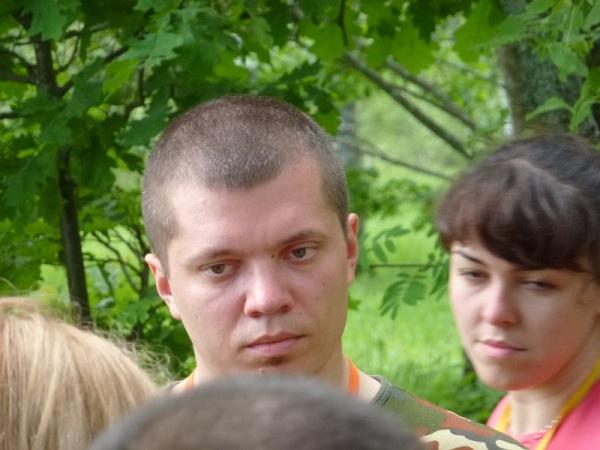 Денис Швецов внимательно наблюдал за всем происходящим.