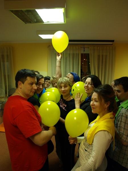Как на Викин день рожденья принесли мы ей шаров вместо тортов и печенья, и бессмысленных даров