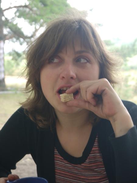 Нет ничего более загадочного в природе, чем женщина, поглощающая что-нибудь сладкое...