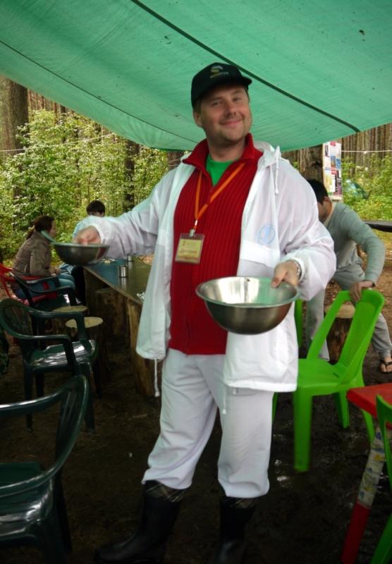 Дмитрий Кошмин и его большие миски.