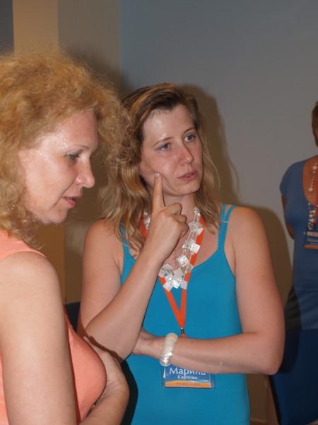Даже не знаю, как быть... В Болгарии мы пробудем ещё три дня, а ненадёванных вечерних платьев осталось четыре