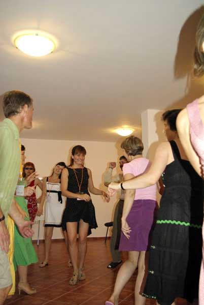 Иришка - звезда танцпола. Кстати, а про что этот тренинг?