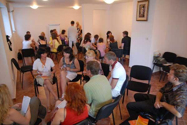 Летом в Болгарии лидеры собираются в стаи и жужжат