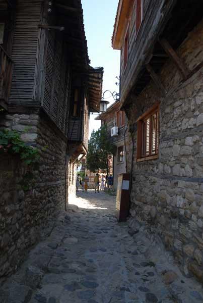 По узким улочкам Болгарии скользили мысли о любви...