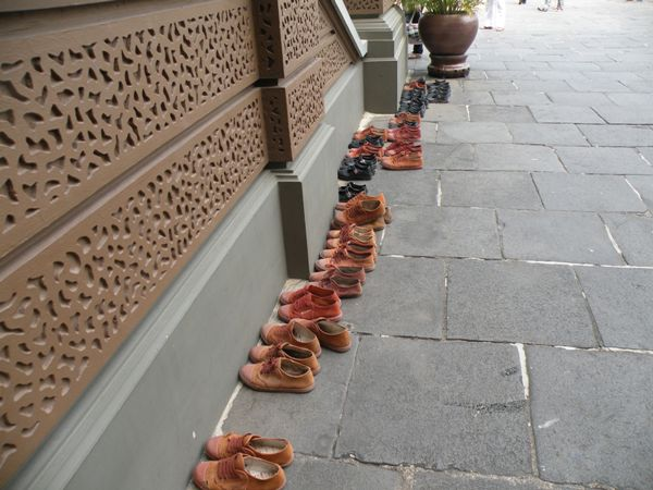 Тайские женщины не признают каблуков.