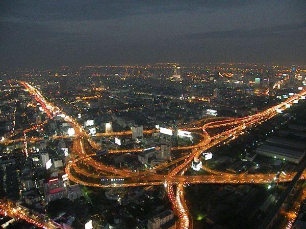 Ночной Таиланд потрясающе красив.