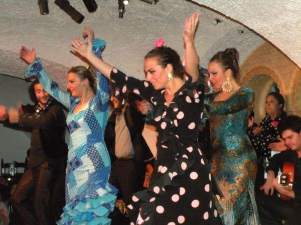 Зажигательные испанские танцовщицы